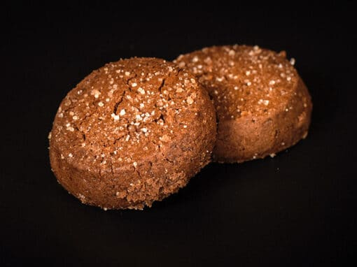 Organic chocolate shortbread cookie